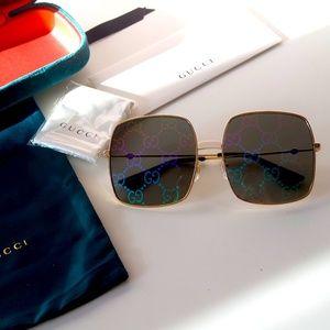 Gucci Accessories - NWT Gucci GG0414S - 003 Oversized Sunglasses
